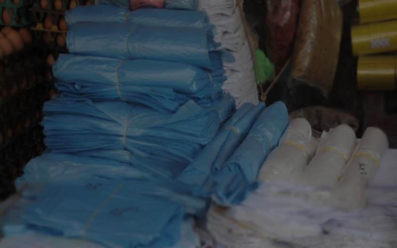 নিষিদ্ধ পলিথিন ব্যবহার করায় বকশীগঞ্জের দুই ব্যবসায়ীকে সাত দিনের কারাদন্ড