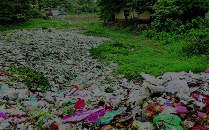 কালাডুমুর নদ ভরাট হচ্ছে বাজারের ময়লা আবর্জনায়, বিপর্যস্ত পরিবেশ