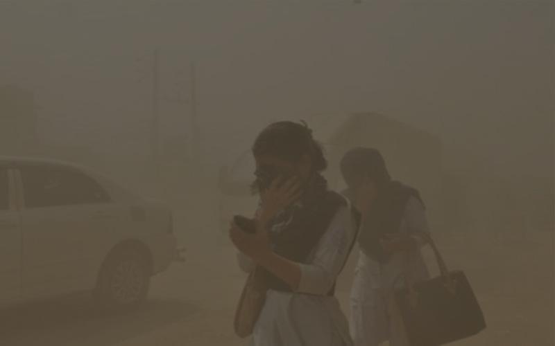 দিল্লির বাতাসে বিষাক্ততার পরিমাণ নিরাপদ সীমার থেকে ৬ গুন বেশি