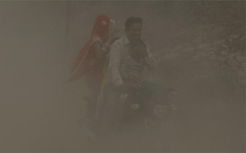 দিল্লির বায়ু দূষণে ফুসফুস ও শ্বাসকষ্টে আক্রান্ত রোগীর সংখ্যা বেড়েছে