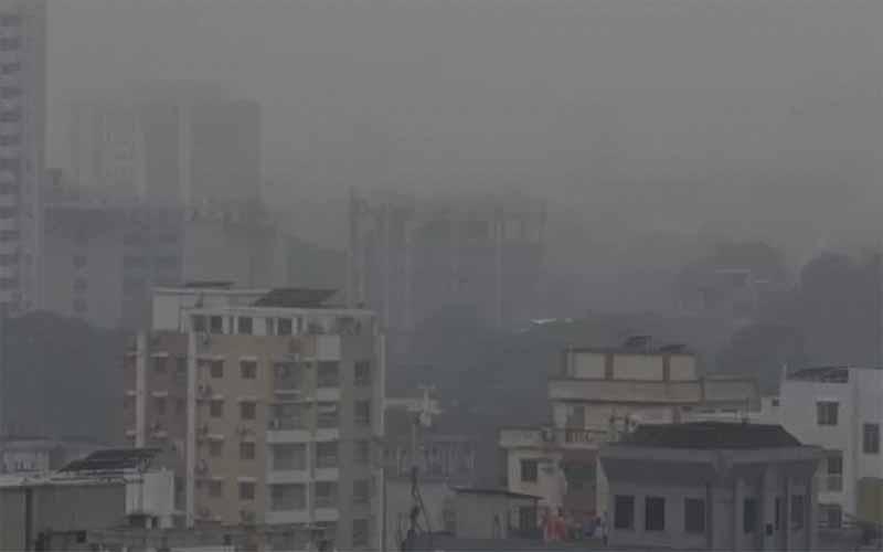 ঢাকায় কুয়াশাঢাকা সকাল: শুরু শৈত্যপ্রবাহ